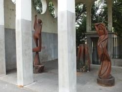 Fából faragó királyfik találkozója