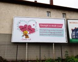 Egy óriásplakátnyi szeretettel köszöntek el tanító nénijeiktől a 4/bések