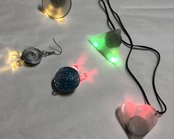 Fénybütykölde - világító ékszer készítő workshop  // Múzeumok Éjszakája