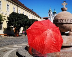 Esernyős flashmob az Országalmánál