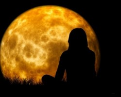 Telihold meditációs jóga - holdüdvözlet gyakorlás