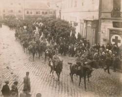 Koszorúzással és kilencvenkilenc perces díszőrséggel emlékezünk 1919. október 19-re