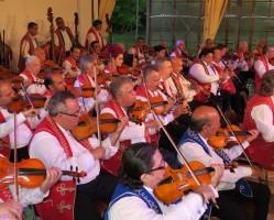 A 100 Tagú Cigányzenekar koncertje