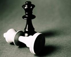 A királyné sakkot ad- Uralkodónők koronázása Székesfehérváron