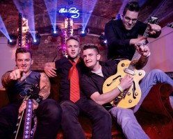 Tom White & The Mad Circus // Rockabilly Est az Ikonban