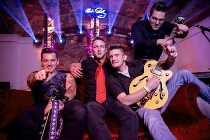 Tom White & The Mad Circus // Rockabilly Est az Ikonban!